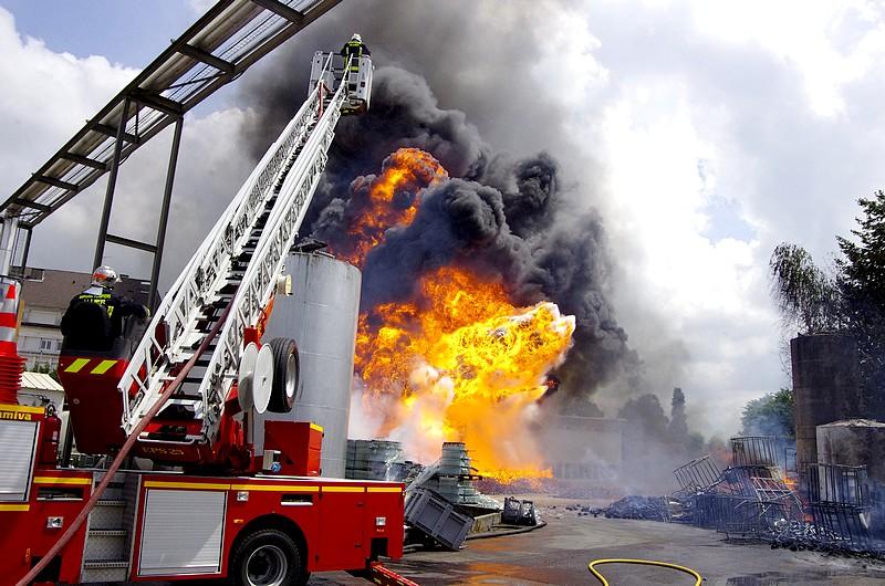Un Violent Incendie D Ef Bf Bdtruit Une Maison En Centre Ville