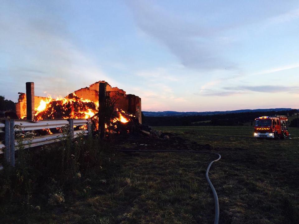 Le Bouchaud – Un bâtiment agricole détruit par un incendie