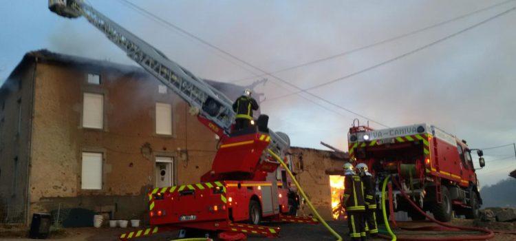 ARFEUILLES : Un bâtiment agricole détruit par un incendie