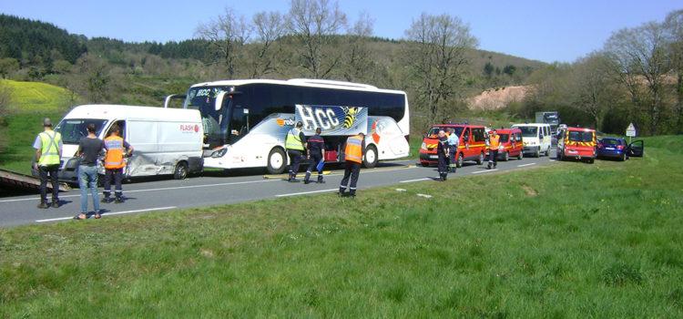 Andelaroche : Accident entre un bus, un fourgon et une VL